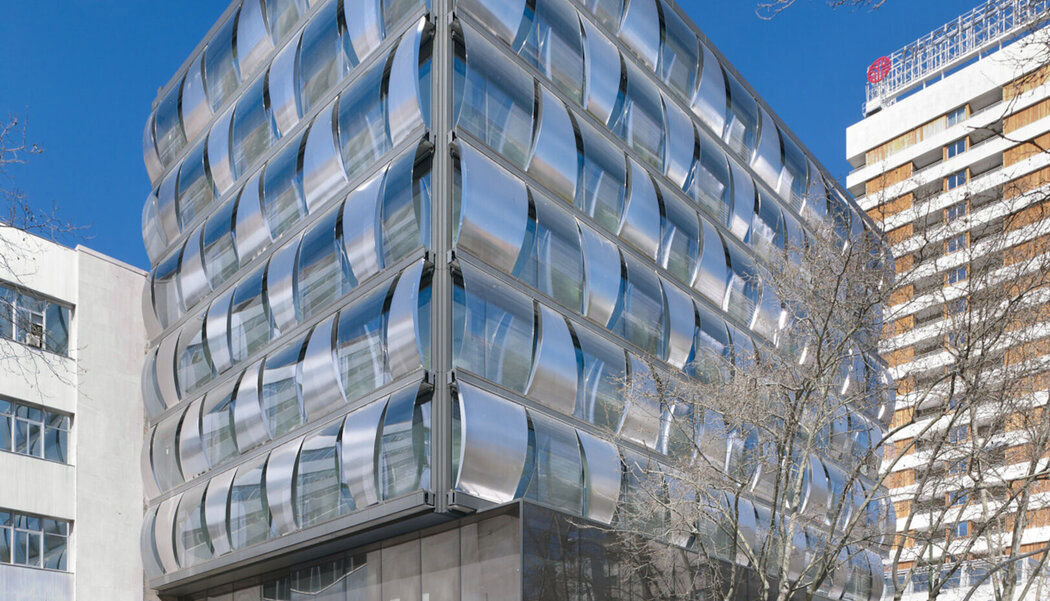 CW 50 Curtain Walls and CS 68 Doors - Office building Blue building located in Madrid, Spain
