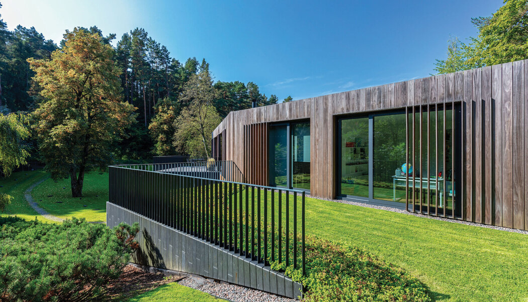 CW 50-HI Curtain Walls and CP 155 (-LS) Sliding Systems - Villa Valley Villa located in Vila-real, Lithuania