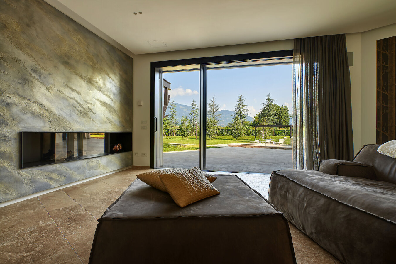 Hi-Finity double glazed Sliding Systems and Hi-Finity Sliding Systems - House Villa Hi-Finity Bergamo located in Italy